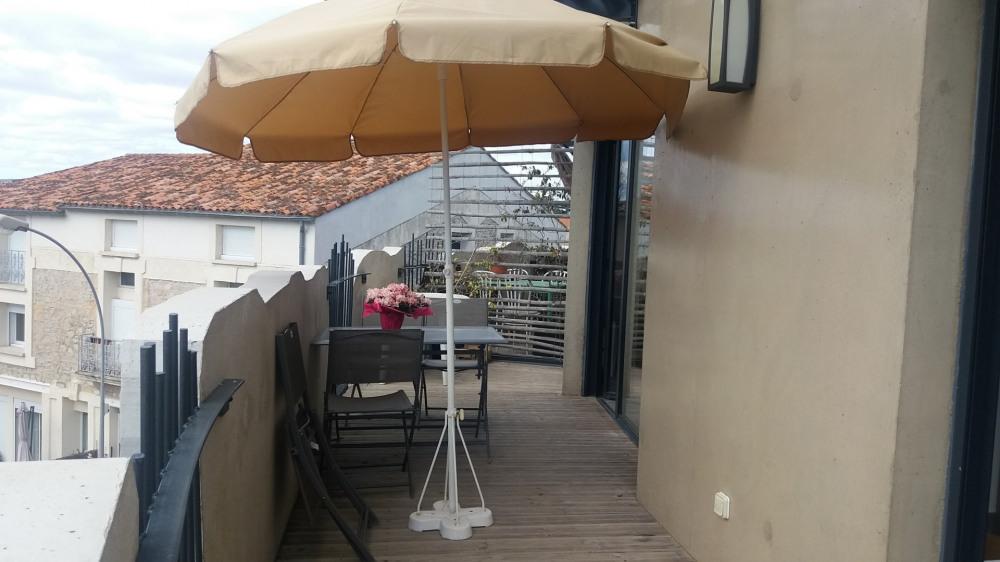 La terrasse très vaste 20 M²