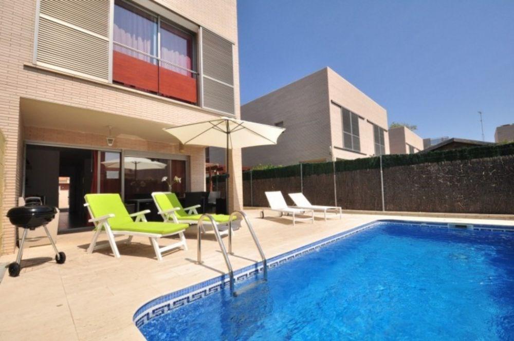 Belle maison adossée, moderne avec piscine privée à Cambrils-Vilafortuny de 3 chambres doubles.