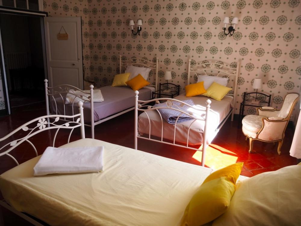 Au 1er étage, la chambre Joséphine (3 lits ou bien 1 lit double + 1 lit simpl...