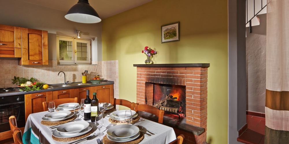 Maison 1 - La cuisine avec cheminée