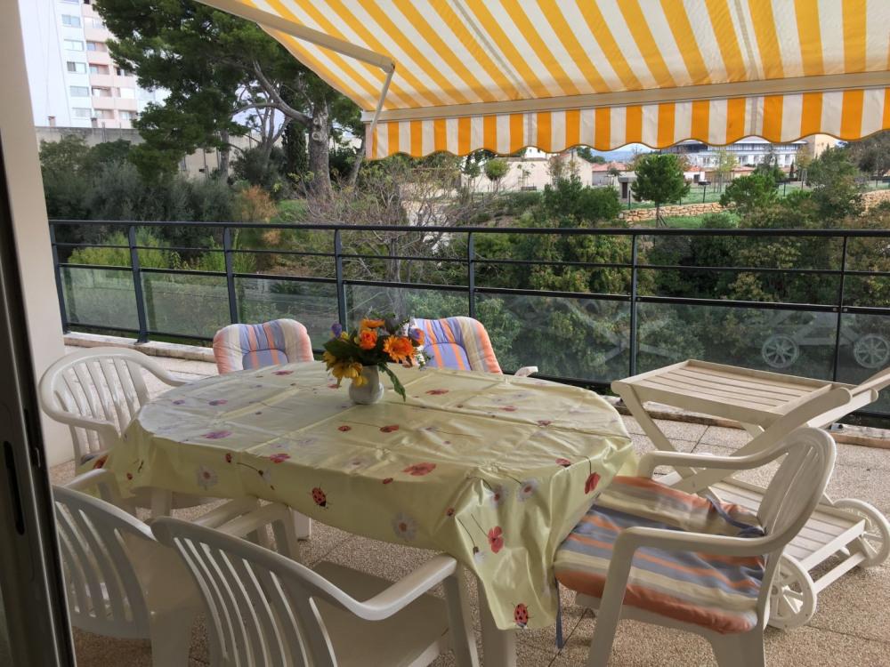 Magnifique appartement  7 pièces, grande terrasse,  proche commerces/plages, garage fermé