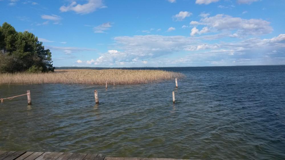Plage du lac vue du ponton
