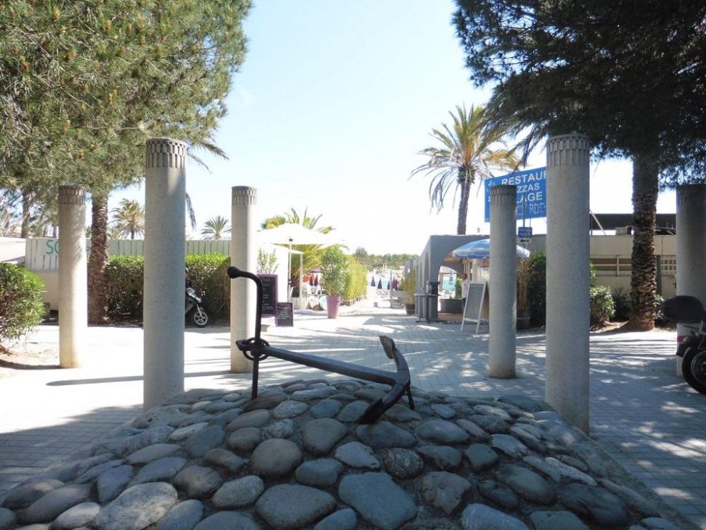 l'esplanade proche du port