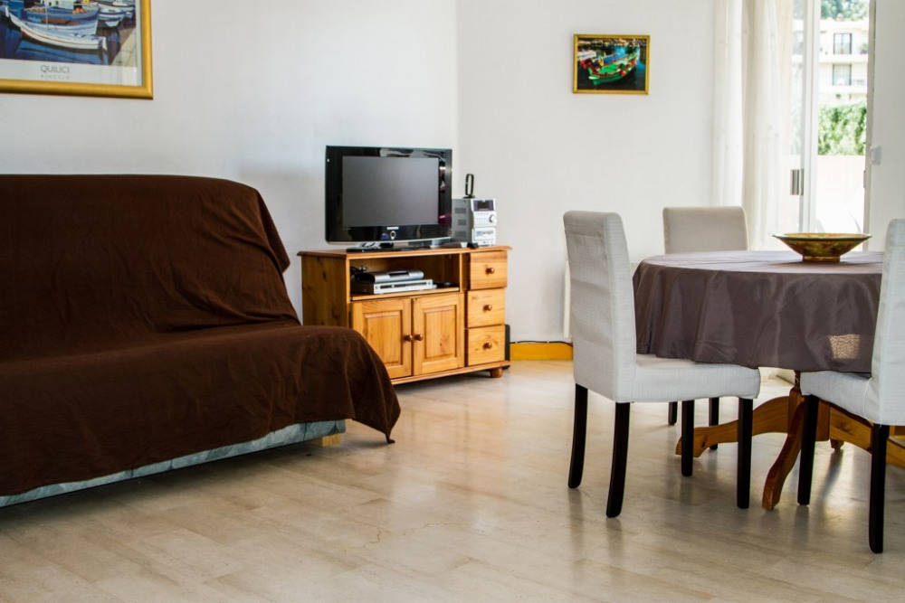Le canapé lit de gauche