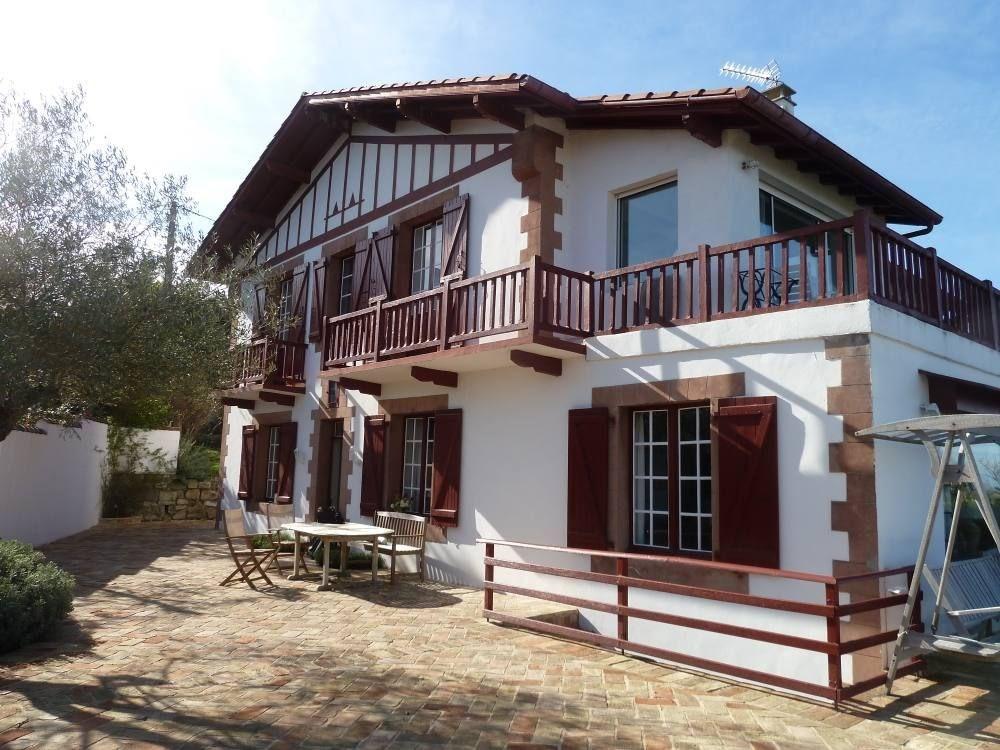 Maison Basque posée sur la baie