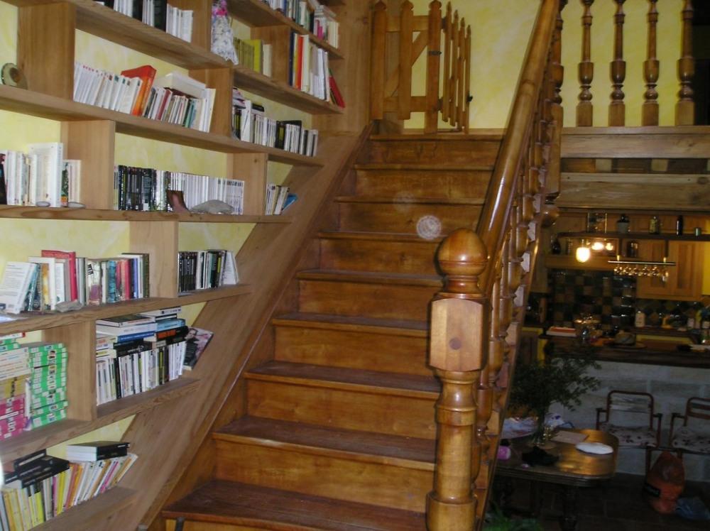l'escalier pour le premier étage