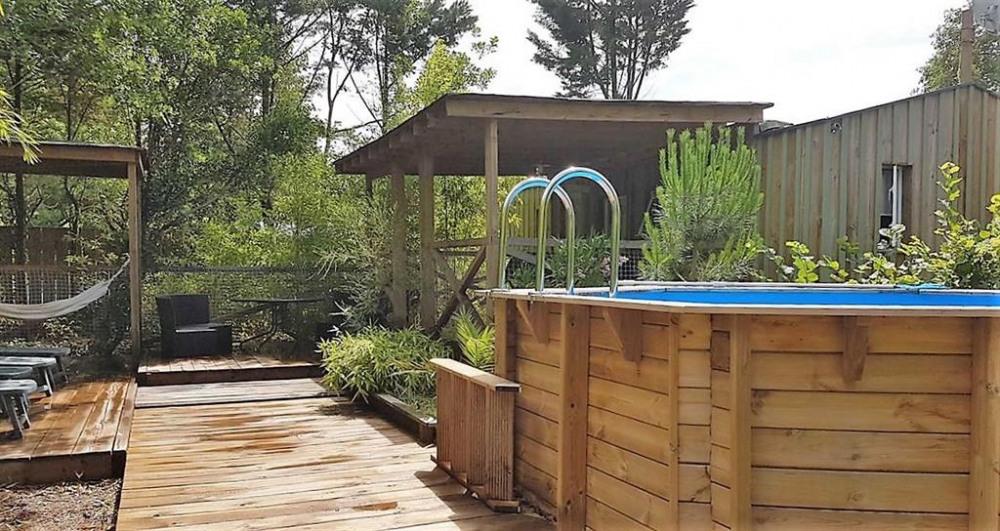 L'extérieur avec la piscine
