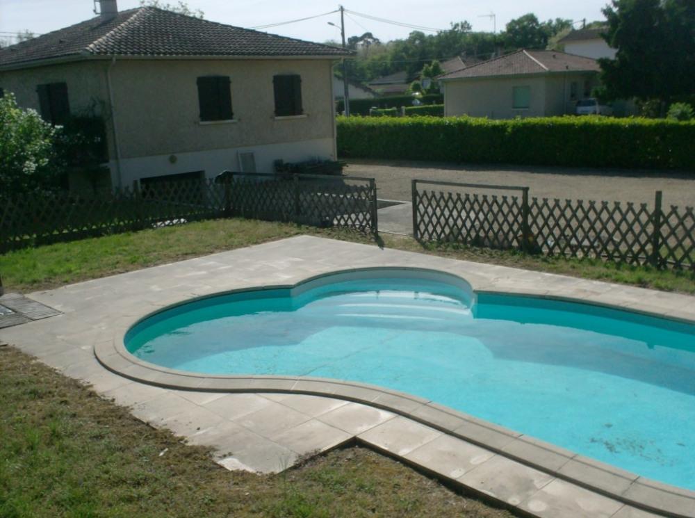 maison individuelle avec piscine privée