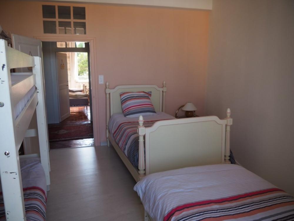 Au 1er étage, la chambre Faustine (5 lits simples)