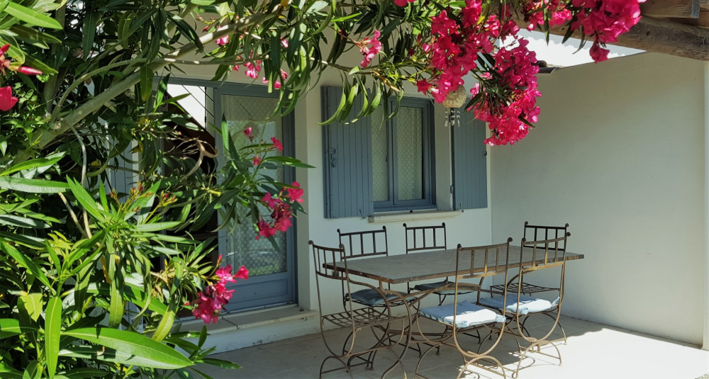 Location vacances Saintes-Maries-de-la-Mer -  Gite - 4 personnes - Salon de jardin - Photo N° 1