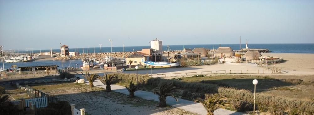 vue imprenable sur la mer la plage et le port