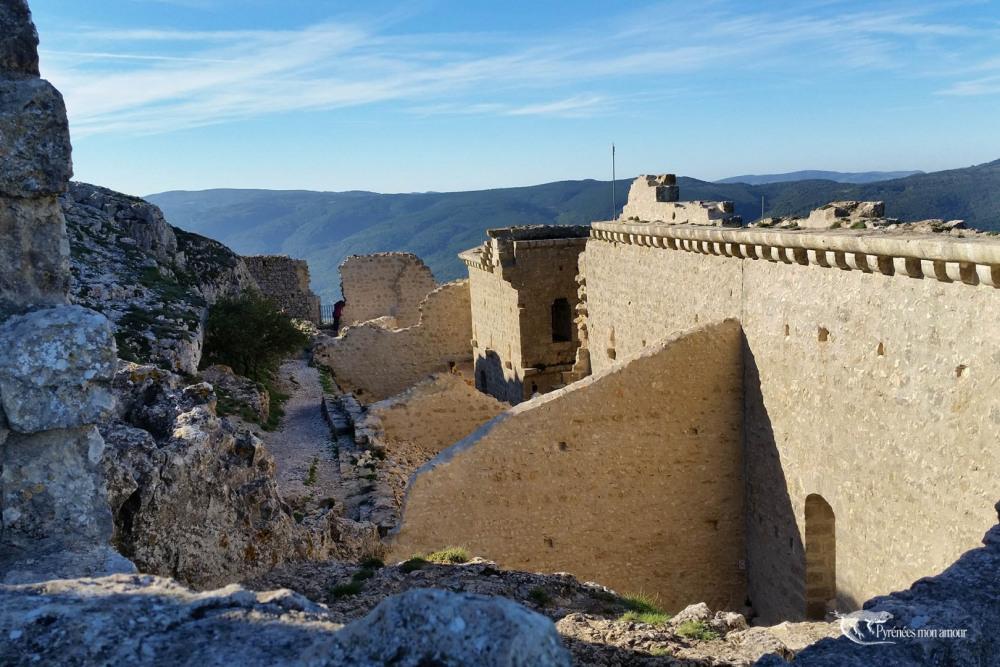 plusieurs châteaux cathares - Peyrepertuse
