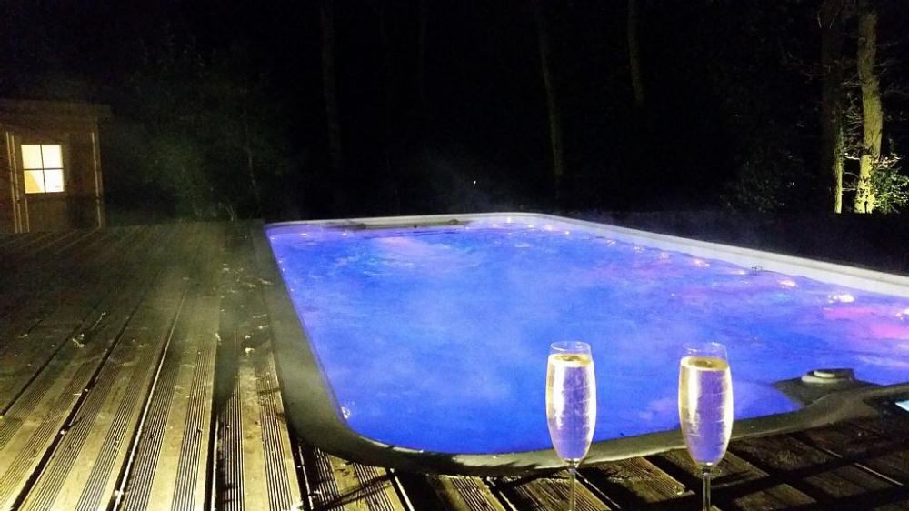 Grand SPA de nage 38° & le Sauna