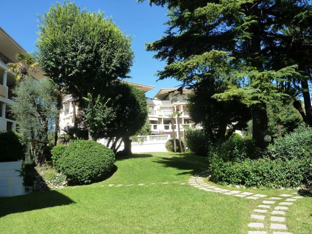 Vue de la résidence et du parc