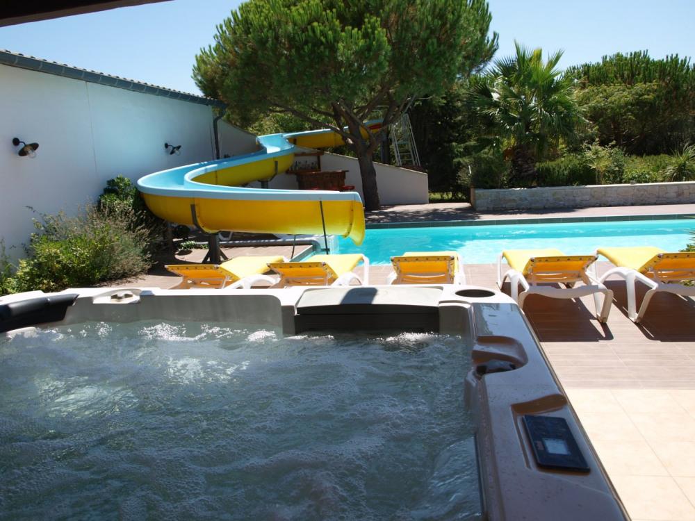 Maison p pieux pour 12 personnes 240m2 90553774 for Camping dordogne avec piscine et toboggan