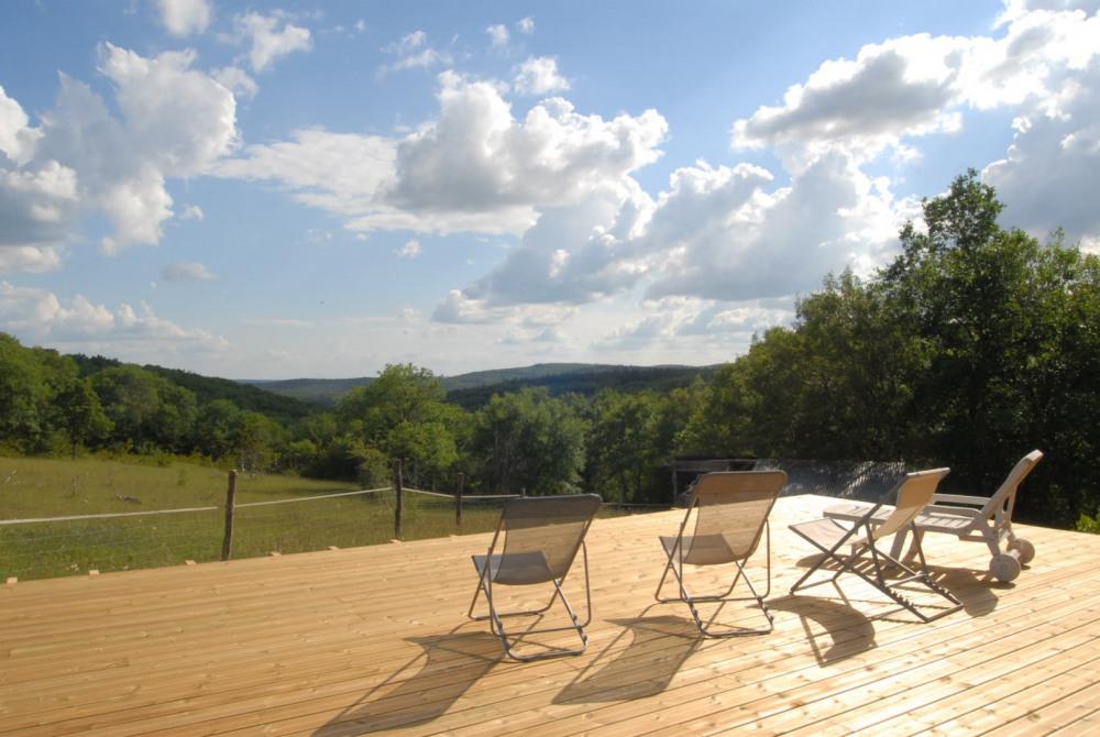 Terrasse du séjour avec vue sur la vallée du Lot