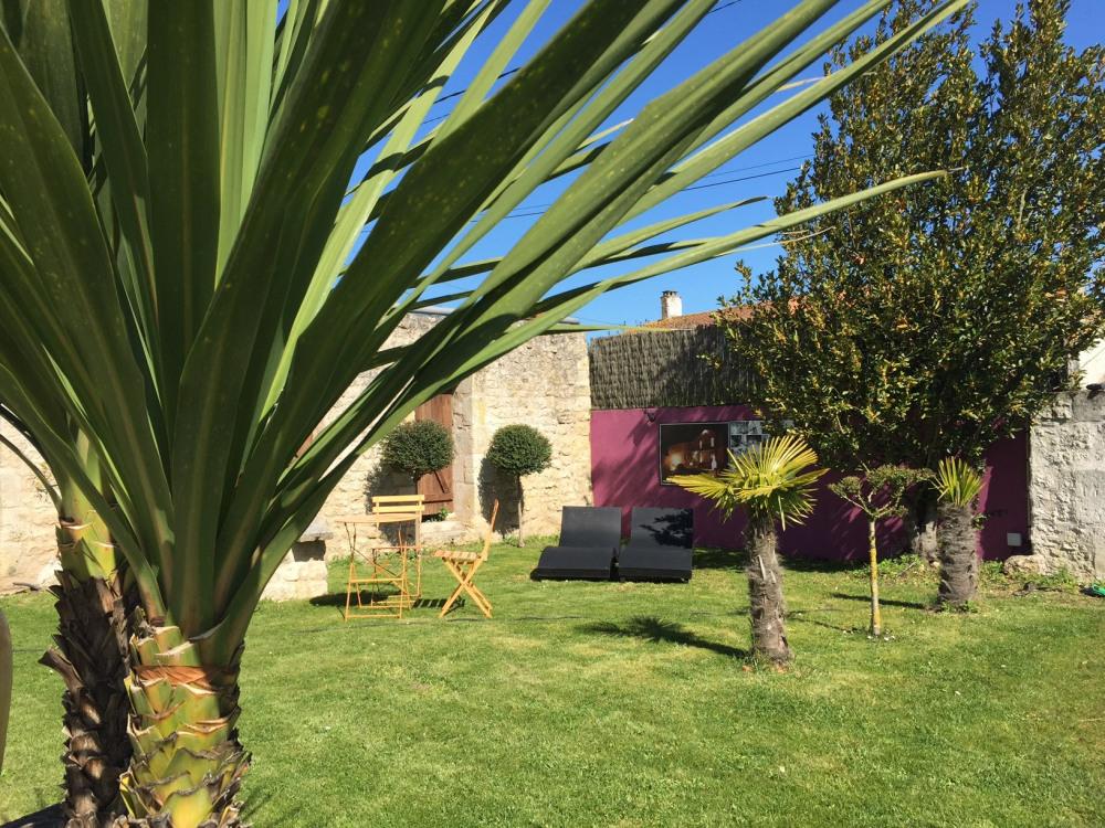 Notre Jardin Fleuri et coloré avec ses coins détentes- Royan - Charente maritime