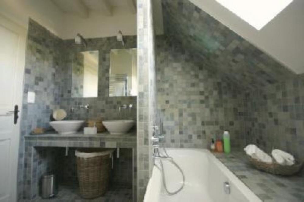 1 salle de bains à l'étage