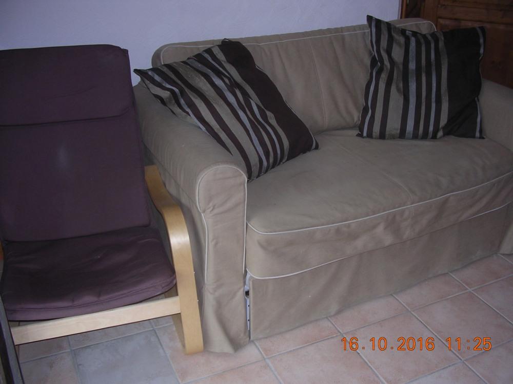Le séjour (fauteuil et canapé