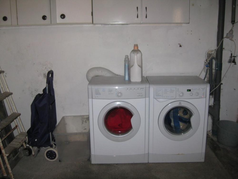 machine  a laver dans le garage
