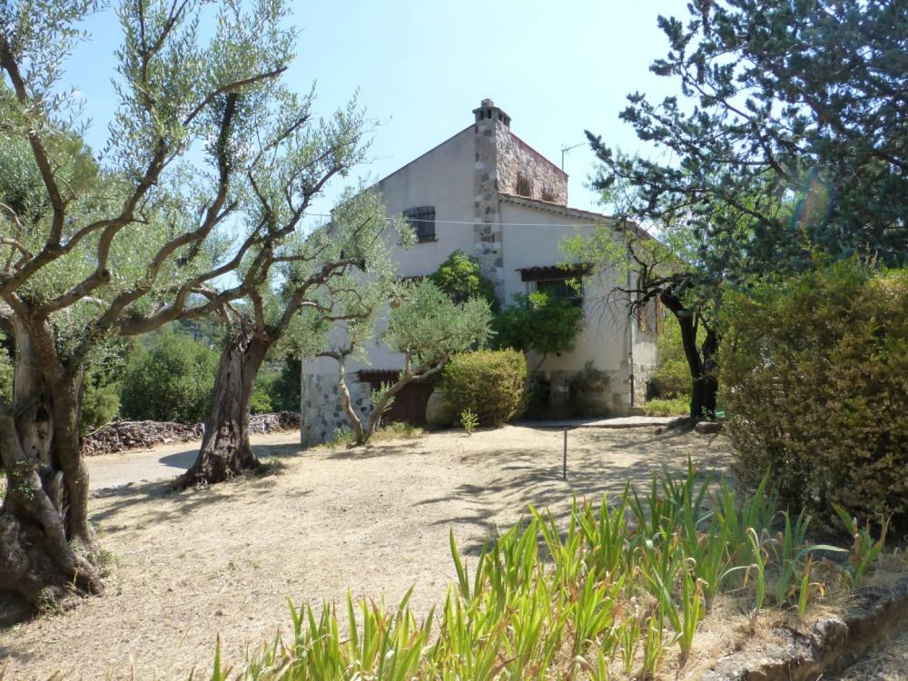 Vue de la maison depuis le jardin