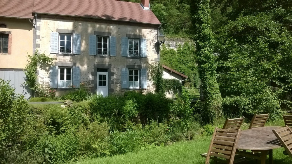 Cottage on the edge of the river Sioule - Saint-Rémy-de-Blot