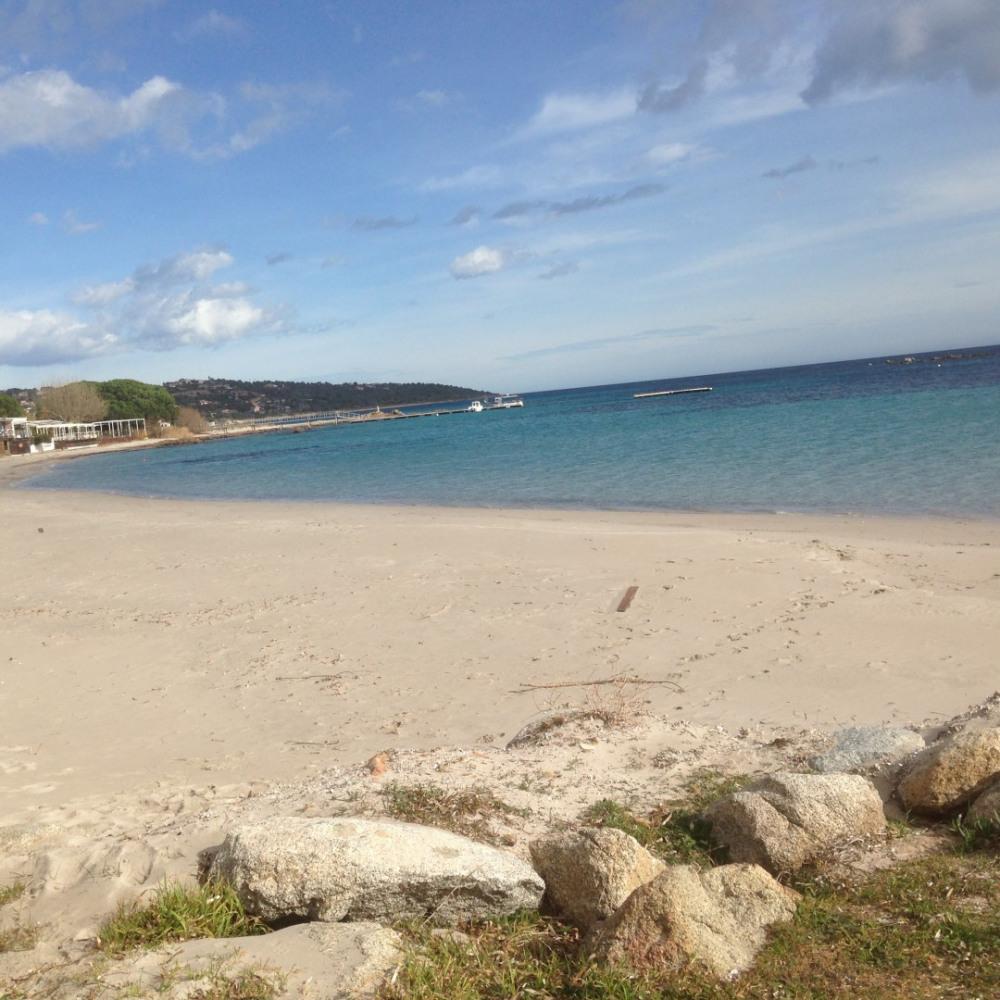 grande plage peu profonde idéale pour les enfants