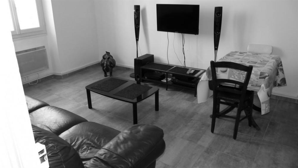 Appartement dans immeuble pour 4 personne(s)