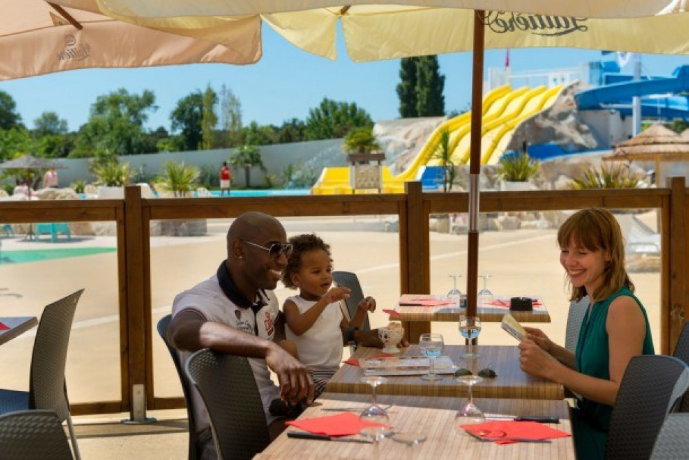 Camping Les Charmettes 4* - MH Elégance 2ch 4-6pers avec terrasse