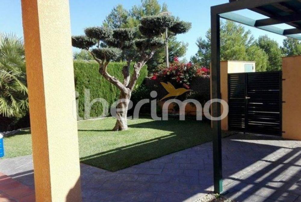 IB-2279 - Située dans le lotissement de Marina Sant Jordi à Ametlla de Mar, cette jolie maison ré...