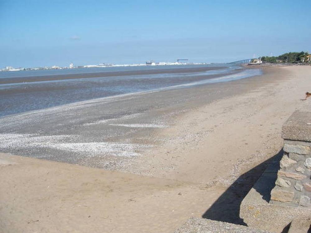 plage camping les pierres couchées en loire atlantique