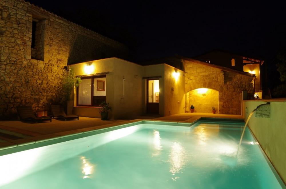 Piscine chauffée de nuit et espace détente avec spa et sauna