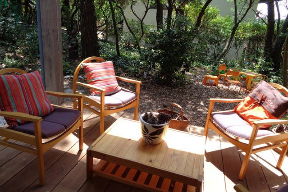 La terrasse couverte et son salon au SUD