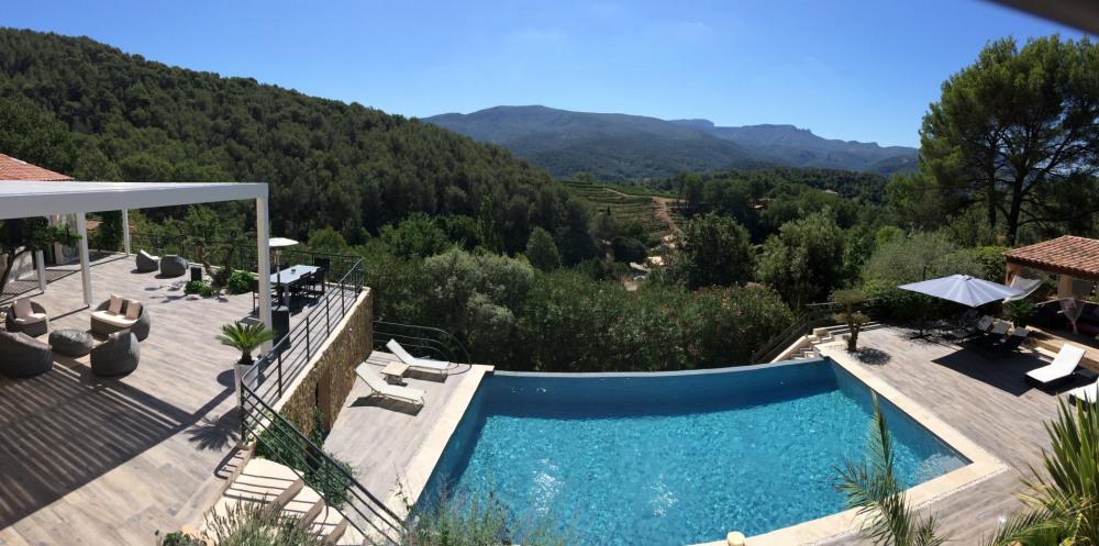 Superbe villa, 20 mn de la mer, proche Cassis et Aix en Provence Au calme en pleine pinède, vue panoramique