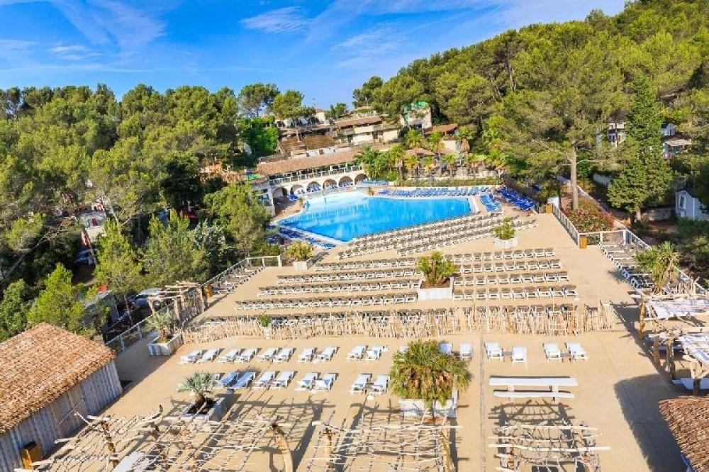 VIP : Holiday Green vous accueille dans un cadre unique et paradisiaque, à 7 kilomètres de Fréjus...