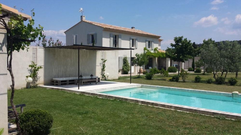 Entre Luberon et Alpilles, Mas en campagne sur 6500 M² avec piscine privée