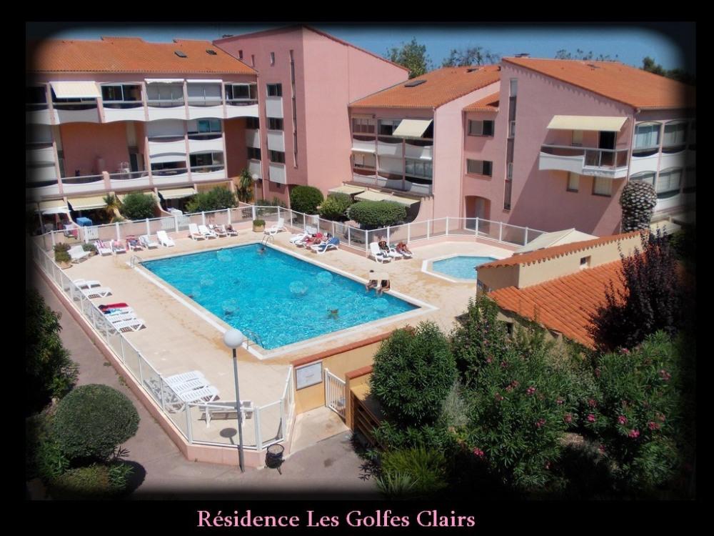 Vue générale de la résidence (pas la vus sur la piscine depuis le logement)