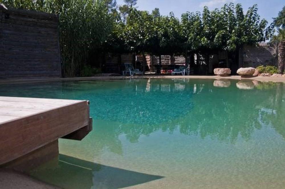 Le Lagon, location de maison à Flassans Sur Issole 9 personnes, calme en bordure de rivière.