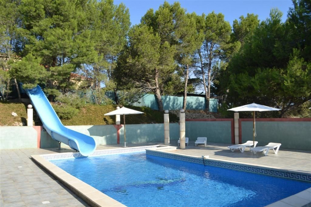 Maison moussan pour 12 personnes 90607130 seloger for Cuisine d ete piscine