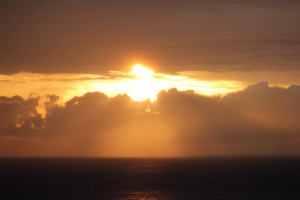 Vue imprenable coucher de soleil sur la mer