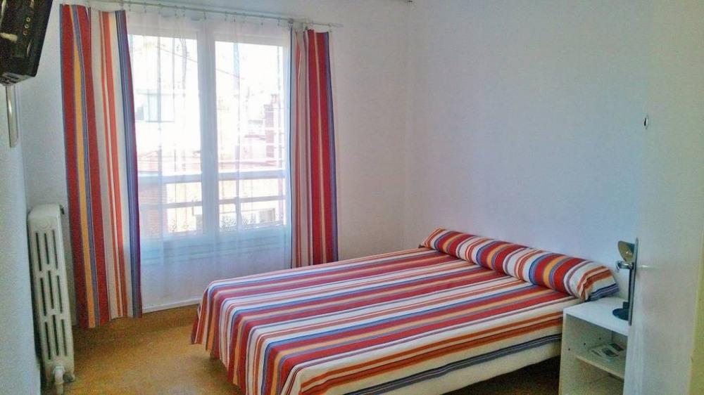 La Catalane : Chambre lit en 140 soleil levant sans vis à vis