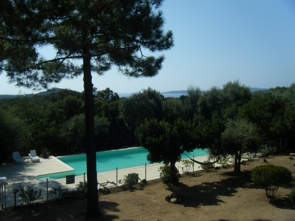 """Villa """"Bois des pins"""" piscine à débordement de 14m x 7m, privatisable, vue mer"""