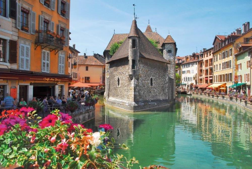 vieille ville Annecy à 10 mn en voiture de la maison