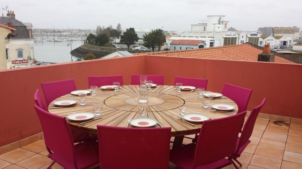 Terrasse: grande table conviviale, barbecue, vue exceptionnelle