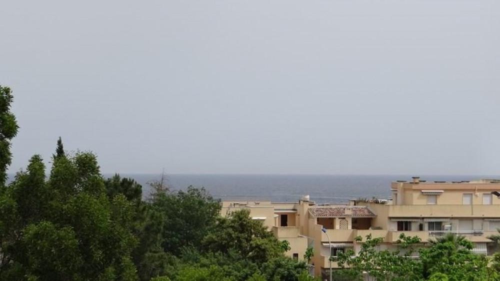 A quelques pas de la plage, de la promenade de la mer, du port et à 2 minutes du centre ville de ...