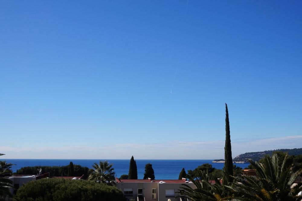 La vue panoramique de la terrasse sur la baie de Cassis