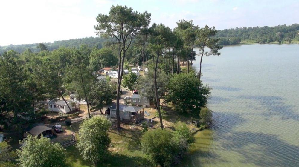 Camping Les Rives du Lac, 214 emplacements, 58 locatifs