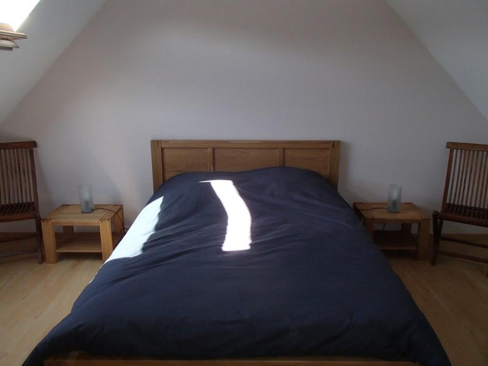 chambre 1 lit double et 1 lit bébé + placard + cintres