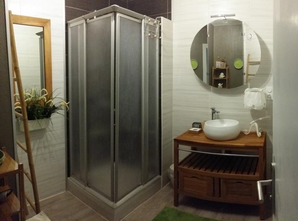 Salle de bain équipée + lave linge