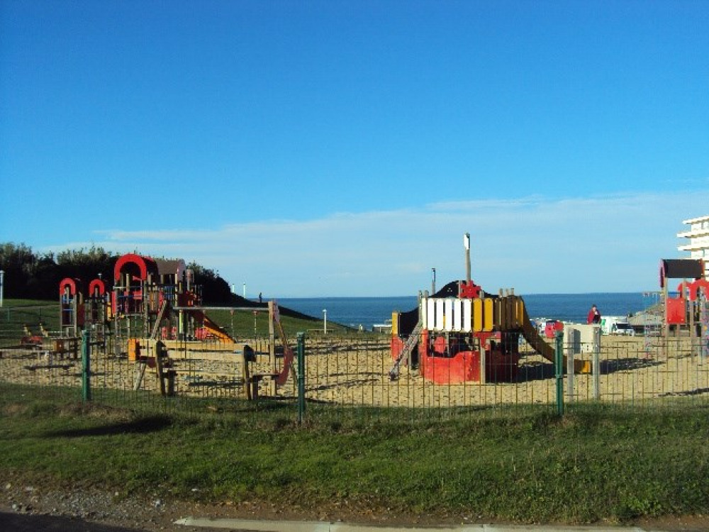 Jeux pour enfants sur la plage de la Milady
